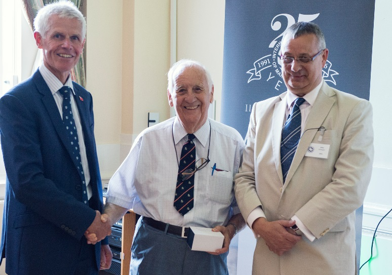 Capt Barry Thompson (centre) with his award, flanked by Sir Alan Massey (left) and IIMS CEO, Mike Schwarz (right)